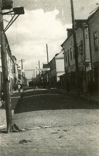 Grabanowska street in 1941  with entrance gate to the Ghetto